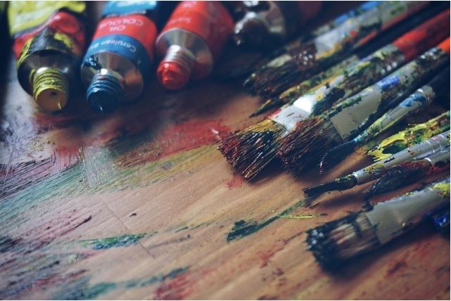 farvesæt og kanvas